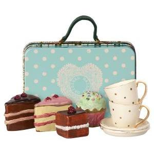 Suitcase cakes&tableware for 2 logo